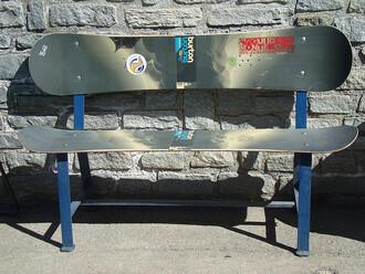 Válí se vám vkomoře vysloužilé snowboardy? Nepotřebujete náhodou lavičku?