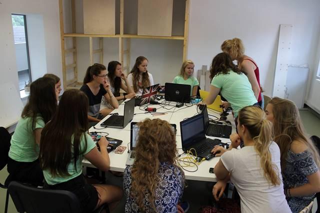 První mezinárodní kemp zaměřený na technologie. V Maďarsku, s českou účastí a pouze pro dívky