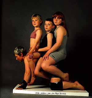 Rita Marhaug na vernisáži předvedla menstruační performanci