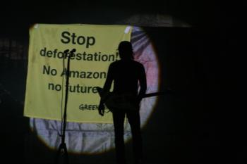 -© Greenpeace / ALBERTO CESAR - Veteráni německého rocku, kapela Scorpions, podpořila svým koncertem pralesní kampaň Greenpeace.-