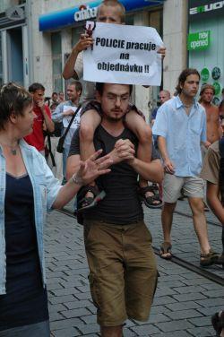 - Demonstranti požadovali i odstoupení premiéra Paroubka a ministra vnitra Bublana -