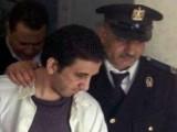 -Egyptský blogger známý pod přezdívkou Karím Ámer byl zadržen kvůli vyjadřování svých názorů a letos v únoru odsouzen k čtyřletému vězení-