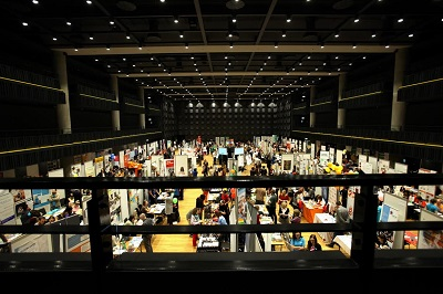 -Zaplněný sál Forum Karlín (foto: Forum 2000 Foundation)-