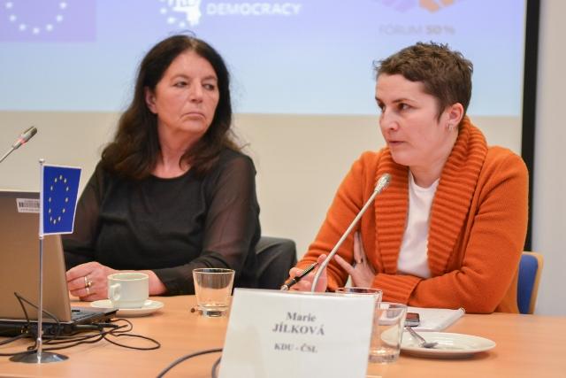 Moderátorka Jana Šmídová a Marie Jílková (KDU - ČSL)