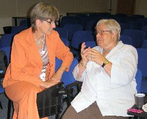 Kuloární hovor paní Klepáčové s paní Kolbenovou