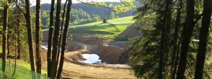 Nelegální přehrada pod Paprskem v Olomouckém kraji.