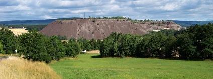 Lešetice, pohled na haldu u šachty č. 15 Příbram-Brod Foto: ŠJú Wikimedia Commons