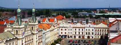 Pernštýnské náměstí v Pardubicích (pohled z věže Zelené brány).