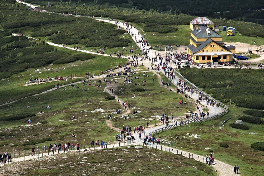 V Krkonoších roste mezi návštěvníky počet cyklistů a lidí na koloběžkách