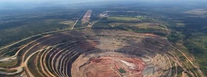 Angolský diamantový důl Catoca Foto: Gsmart-ao Wikimedia Commons
