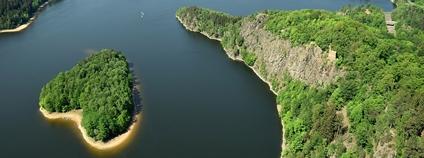 Sečská přehrada Foto: GeoparkZeleznehory Wikimedia Commons