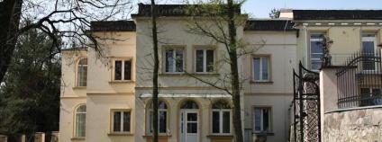 Historická Jiránkova vila naproti parku Smetanka v Praze - Hrdlořezích.