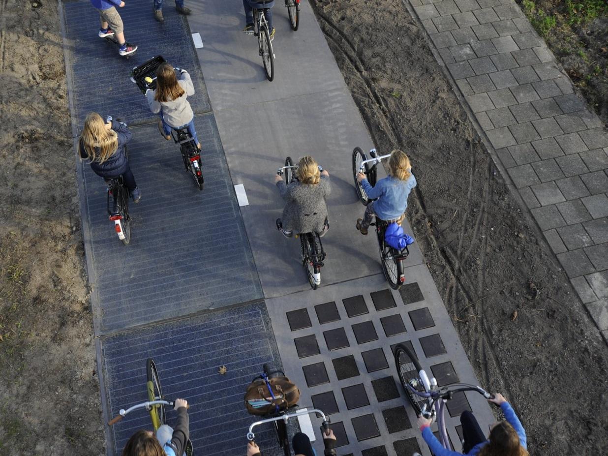 Výrazný neúspěch solární silnice v Tourouvre au Perche pokazil reputaci projektům, které naopak výtečně fungují: třeba 70 metrů dlouhý úsek cyklostezky v holandském Krommenie, padesátimetrový solární cíp na letišti Amsterodam Schiphol nebo stometrový solární pruh na cyklostezce v Rotterdamu. Nedá se tedy říct, že by solární vozovky nefungovaly. Jen se zatím hodí spíš pro cyklostezky než rušný provoz silnic.