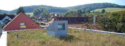 Zelená střecha na budově centra Veronica v Hostětíně Foto: Pavouk / Wikimedia Commons