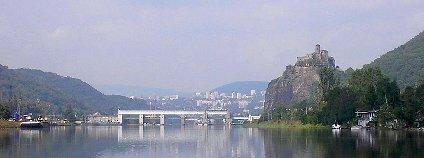 Hrad Střekov a panorama Ústí nad Labem Foto: Ondrej.konicek Wikimedia Commons