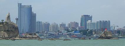Jak měřit blahobyt? Třeba ekologickou stopou. Ilustrační foto čínského města Si-mien: Sauber / Wikimedia Commons