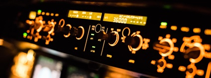 Ovládací panel v kokpitu letadla Airbus Foto: Jean Boris HAMON Flickr.com