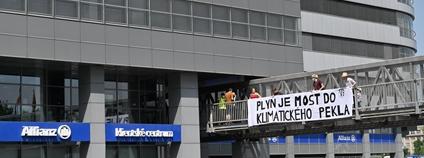Zastavme špinavé prachy - protest u pojišťovny Allianz Foto: Facebook