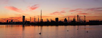 Západ slunce v industriální krajině Foto: marj k Flickr