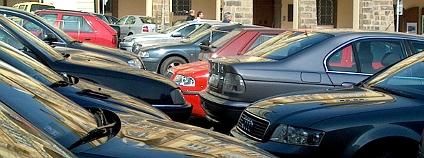 Auta na Malostranském náměstí