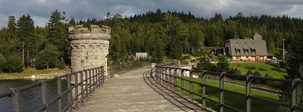 Hráz přehrady Bedřichov v Libereckém kraji Foto: Honza Groh Wikimedia Commons