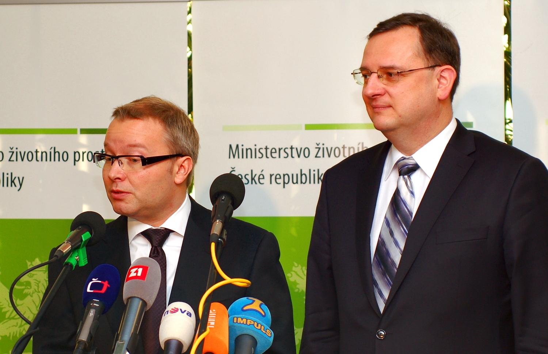Tomáš Chalupa (na snímku s premiérem Nečasem) při svém jmenování.
