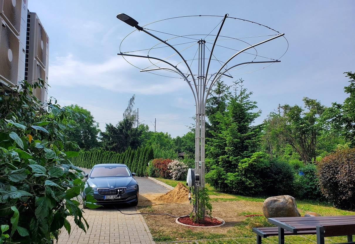 """""""Chytré stromy"""" zlepší klima i v místech, kde živé stromy nepřežijí. Poslouží i jako lampa nebo nabíječka"""