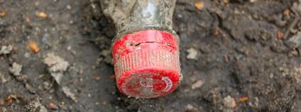 Vyhozená lahev Coca-coly Foto: papanooms Flickr.com