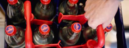 Vratné láhve a přepravka Mattoni. Foto: Mattoni