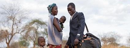 Hlavní cenu na mezinárodním festivalu Ekofilm v Brně v pátek získal ghanský snímek režisérky Julie Dahr Děkujeme za déšť. Jde o autentickou výpověď keňského farmáře, který natáčí škody způsobené klimatickou změnou jeho rodině a vesnici.