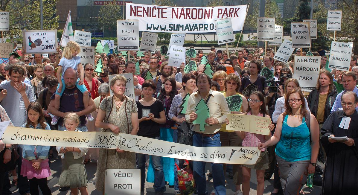 b641330b739 Na včerejší demonstraci se v Praze před MŽP sešlo několik set lidí