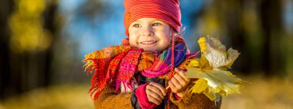 Dítě v podzimním lese Foto: S.Borisov / Shutterstock