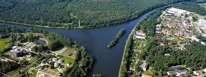 Na tomto místě u obce Nowa Wieś v blízkosti města Kędzierzyn se uskutečnil dne 8. prosince 1939 slavnostní výkop průplavu Odra-Dunaj. Na Hlivický (Gliwický) průplav navazuje širokým ústím 6 km dlouhý úsek průplavu Odra-Dunaj, používaný jako odbočka přístavu chemického kombinátu v Kędzierzynu.