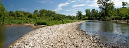 Meandrující řeka Bečvy a přilehlé lužní lesy