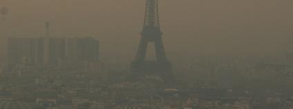Eiffelovka ve smogu Foto: D€NNI$ Flickr.com