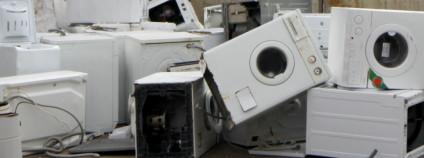 Vysloužilé elektrospotřebiče, především pračky, čekající na recyklaci Foto: Elektrowin