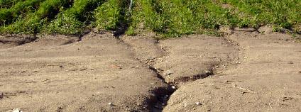 Eroze půdy u Přerova nad Labem podpořená nevhodnou orbou Foto: Petr Vilgus / Wikimedia Commons