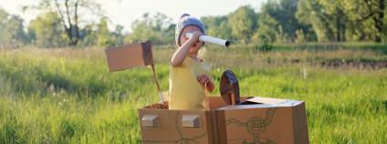 Hračka z kartonových krabic Foto: debasige / Shutterstock.com