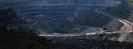 Povrchový důl uhlí v Indii  Flickr.com