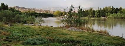 Řeka Isfara v Tádžikistánu Foto: Шухрат Саъдиев Wikimedia Commons