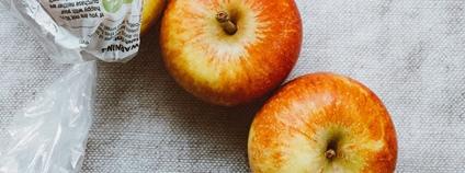 Jablka v plastovém sáčku Foto: Piqsels