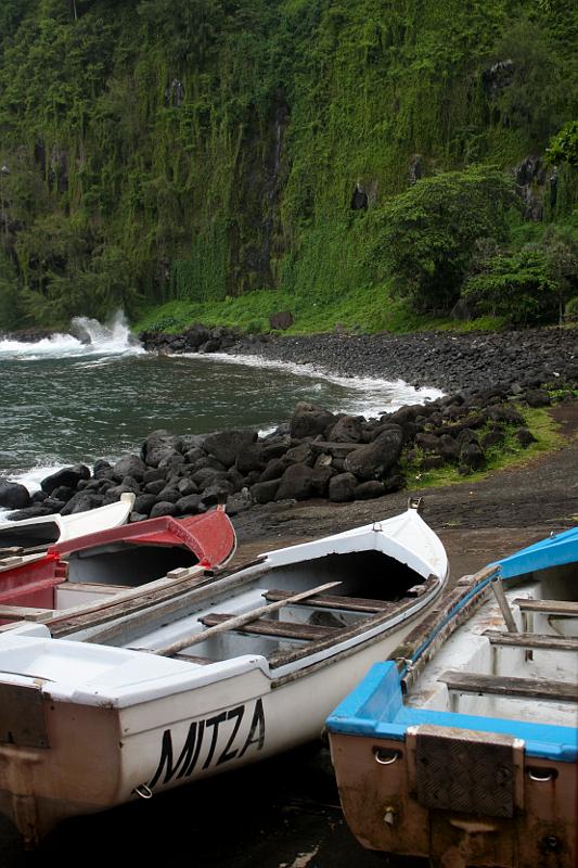Divoký jih Réunionu nemá na rozdíl od západního pobřeží hezké pláže, oceán zde divoce doráží na lávu ztuhlou před několika málo lety