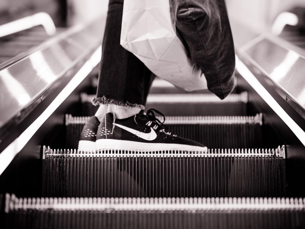 Majitel řetězce Zara začne ve Španělsku účtovat poplatek za papírové tašky