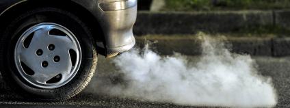 auto kouřící Foto: Paolo Bona Shutterstock.com