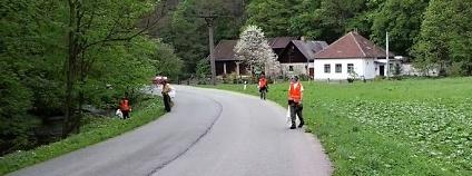 Úklid odpadu v Křtinkém údolí Foto: Antonín Tůma CHKO Moravský kras