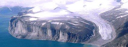 Ledovec na ostrově Baffin. Foto: Ansgar Walk/Wikimedia Commons