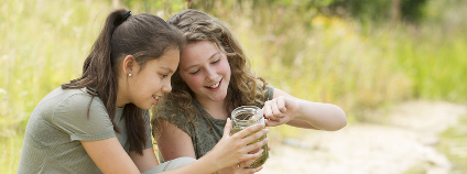 Studenti v přírodě Foto: Photodiem Shutterstock.com