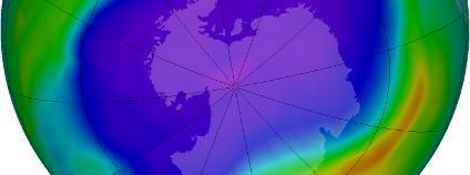 Největší ozonová díra nad Antarktidou Foto: NASA
