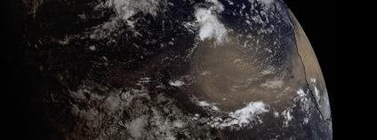 Saharský písek postupuje přes Atlantský oceán Foto: Twitter UW-Madison CIMSS