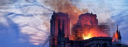 Požár Notre-Dame Foto: Olivier Mabelly Flickr.com